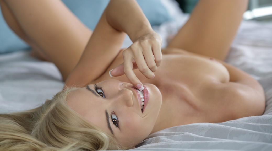 x-art_kendall_blonde_in_my_bedroom-10-sml