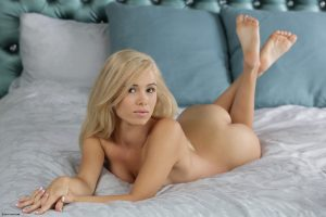 x-art_kendall_blonde_in_my_bedroom-5-sml